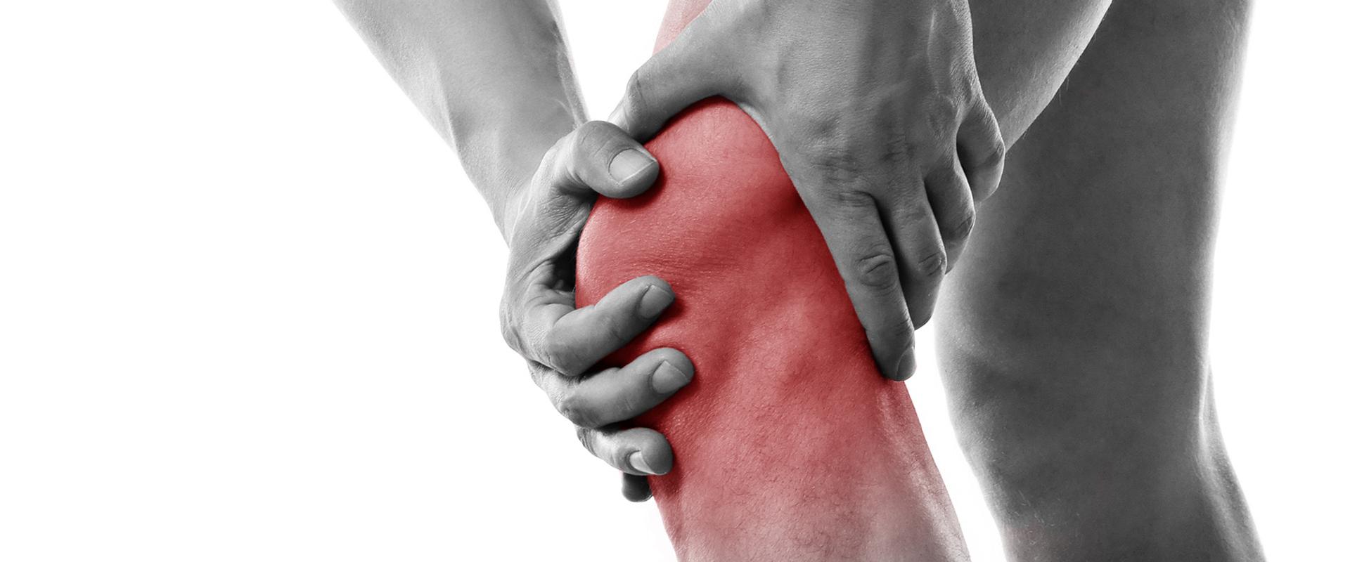 Foto di un ginocchio dolente